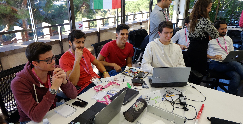 Digital_Hackathon_Accenture_Social_Reporters (4)